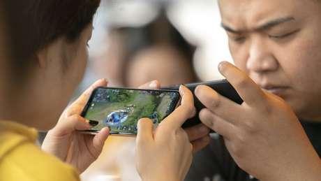 A China começou a regulamentar a indústria de jogos para combater o aumento da miopia entre crianças