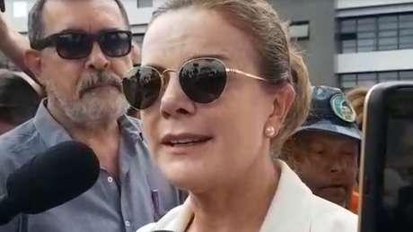 Gleisi Hoffmann, presidente do PT, visitou Lula na carceragem da PF nesta sexta