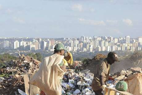 A Política Nacional de Resíduos Sólidos tinha como meta que até agosto de 2014 o País deveria estar livre dos lixões