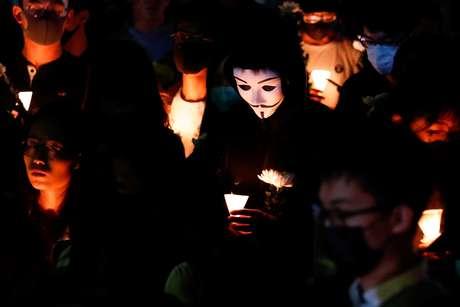 Cerimônia em homenagem a estudante de Hong Kong que morreu ao sofrer queda durante protesto 08/11/2019 REUTERS/Tyrone Siu