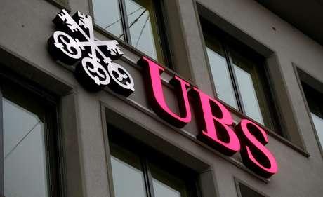 Logo do banco suíço UBS em prédio de Zurique 27/01/2017 REUTERS/Arnd Wiegmann