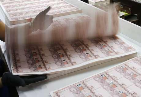 Produção de papel-moeda na Casa da Moeda do Brasil, no Rio de Janeiro  23/08/2012 REUTERS/Sergio Moraes