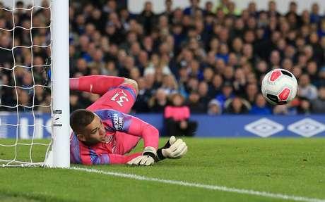 Ederson faz defesa em jogo contra o Everton 28/09/2019 REUTERS/Jon Super
