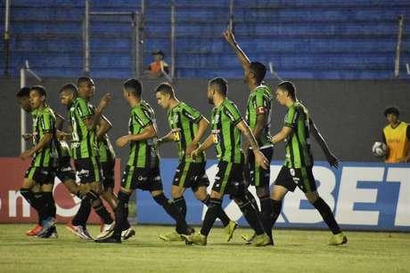 Ricardo Silva marcou o gol da vitória do Coelho (Foto: Daniel Hott/América)