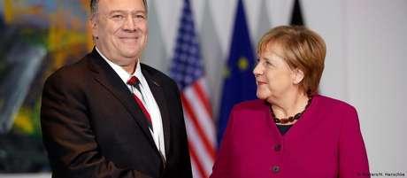 """Mike Pompeo à Angela Merkel: """"Quero que todos saibam que continuaremos trabalhando juntos"""""""