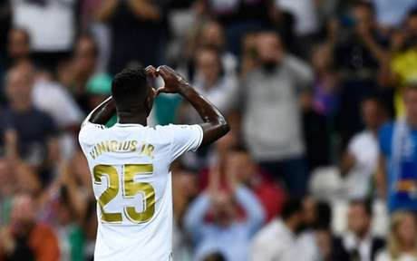 Vinícius Jr. não vive boa fase no Real Madrid (Foto: Oscar del Pozo / AFP)