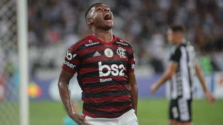 Lincoln celebra o gol marcado no Nilton Santos (Foto: Cesar/Ofotografico/Lancepress!)