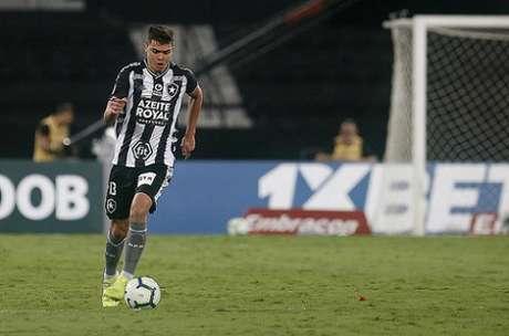 Lateral foi titular no clássico (Foto: Vítor Silva/Botafogo)