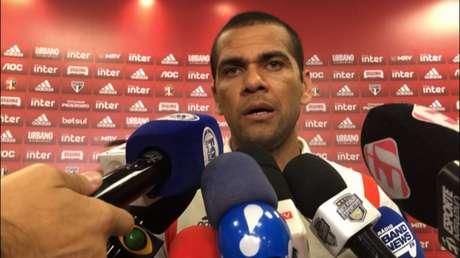 Daniel Alves fala no Morumbi após a derrota para o Fluminense - FOTO: Fellipe Lucena