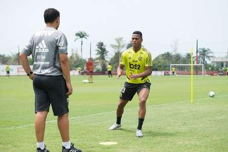 O atacante Lucas Silva durante atividade no CT do Ninho do Urubu (Foto: Alexandre Vidal / Flamengo)
