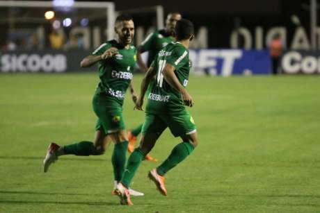 Cuiabá conquistou uma importante vitória na noite desta sexta-feira (Foto: AssCom Dourado)