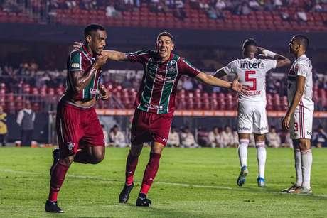 Digão (esquerda) comemora gol contra o São Paulo.