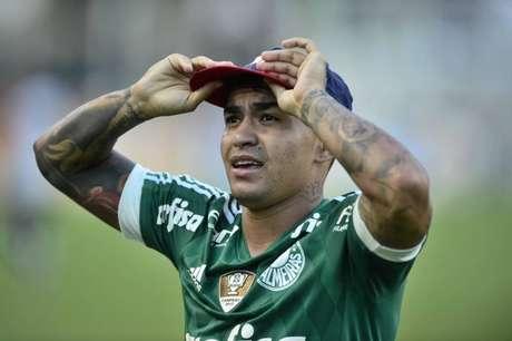 Dudu celebrou gol da vitória em Derby com o boné de um repórter (Foto: Fernando Dantas/Gazeta Press)