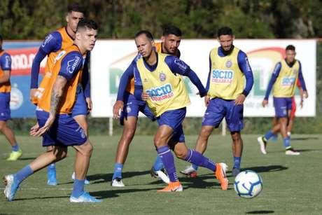 (Foto: Felipe Oliveira / Bahia)Jorge Jesus pode fazer mais alterações na equipe. O mais certo é que lateral esquerdo Filipe Luís, poupado contra o Botafogo, deve retornar contra o Bahia. Já na direita, Rodinei entra na vaga de Rafinha, suspenso.