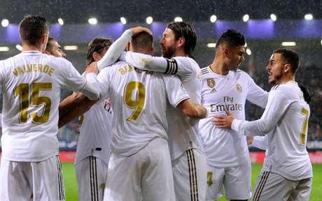 Real Madrid conseguiu mais um ótimo resultado neste sábado (Foto: ANDER GILLENEA/AFP)