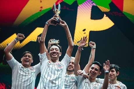 Corinthians comemora título no Free Fire.