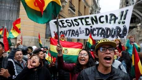 Manifestantes em La Paz protestaram contra o que chamavam de 'ditadura' de Evo Morales
