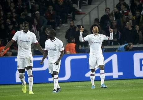 Willian é um dos destaques do Chelsea (Foto: AFP)