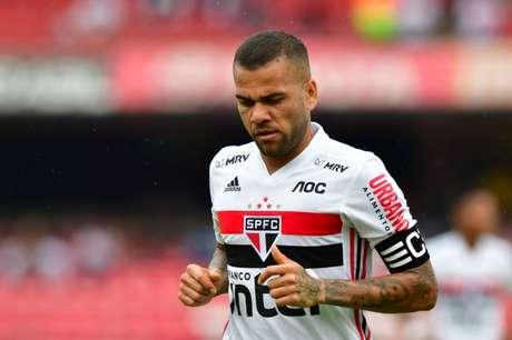 Daniel Alves tem 1 gol em 15 jogos (Foto: Eduardo Carmim/Photo Premium/Lancepress!)