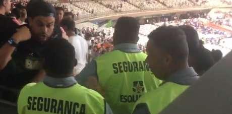 Administradora do estádio e o Cruzeiro emitiram comunicados sobre os atos de violência no Mineirão depois do clássico Raposa x Galo-(Reprodução/Twitter)