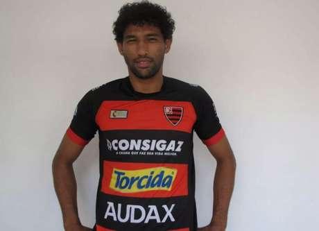 Willian Rocha chegou recentemente ao Oeste para ajudar na permanência na Série B (Foto: Divulgação/Oeste)