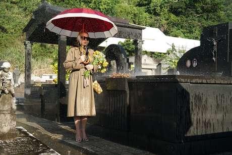 Vera Fischer em sequência rodada em cemitério carioca