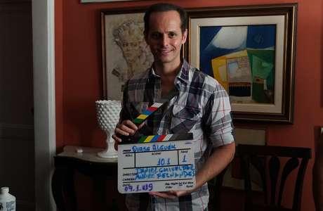 O diretor Daniel Ghivelder com a claquete: estreia prevista para 2021