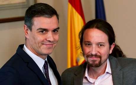 Primeiro-ministro interino da Espanha, Pedro Sánchez, ao lado do líder do Unidas Podemos, Pablo Iglesias, em Madri 12/11/2019 REUTERS/Sergio Perez