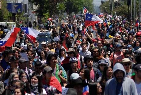 Manifestantes protestam contra governo do Chile, Concepción 12/11/2019 REUTERS/Jose Luis Saavedra
