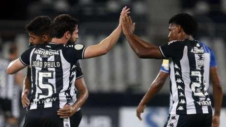 Vitória tira o Botafogo do Z4 e empurra o FLu para degolaVítor Silva/Botafogo