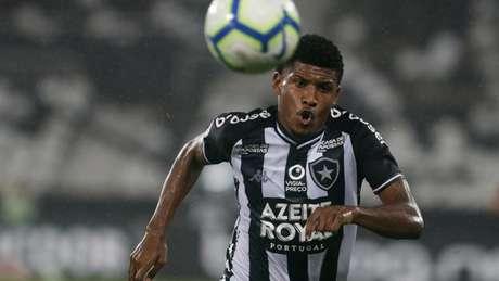Rhuan fez a primeira partida como titular no time profissional (Foto: Vítor Silva/Botafogo)