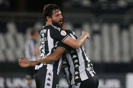 Botafogo venceu o Avaí no Engenhão.