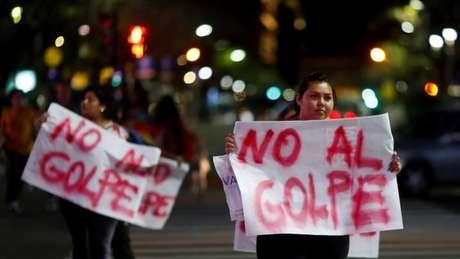 Os apoiadores de Evo Morales classificaram a renúncia do presidente boliviano como golpe