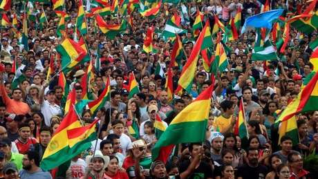 Muitos bolivianos tomaram as ruas de La Paz após a renúncia de Morales