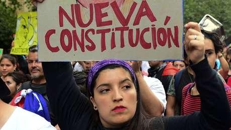 Uma das principais reivindicações dos manifestantes é a reforma da Constituição