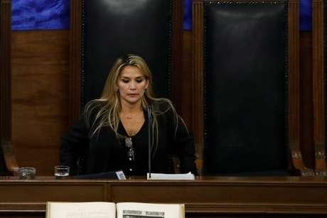 No primeiro discurso após assumir o cargo, Jeanine Áñez afirmou que convocaria novas eleições o mais rápido possível