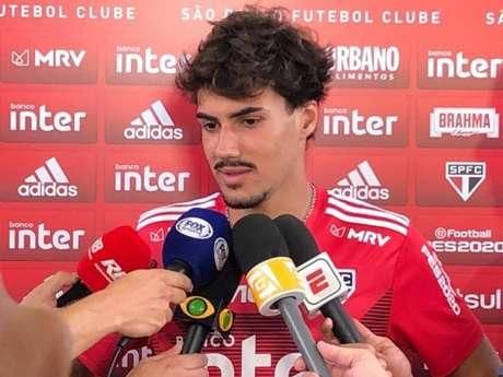 Igor Gomes falou com os jornalistas após o treino desta quarta-feira, no CT do clube (Foto: Fellipe Lucena/Lancepress)