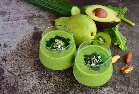 Saiba os benefícios de consumir abacate com spirulina