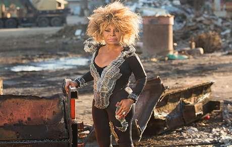 Elza Soares divulga o clipe da musica Lirio Rosa
