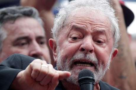Ex-presidente Luiz Inácio Lula da Silva discursa em São Bernardo do Campo 09/11/2019 REUTERS/Ueslei Marcelino