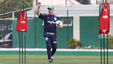 Mano Menezes comandou treino na tarde desta quinta-feira, na Academia (Foto: Agência Palmeiras/Divulgação)