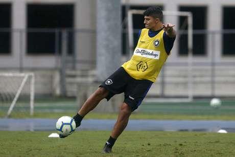 Lucas Pimenta treina com os profissionais desde setembro (Foto: Vítor Silva/Botafogo)