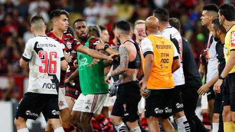 Um dos momentos do tumulto entre atletas (Foto: Andre Melo Andrade/MyPhoto Press/Lancepress!)