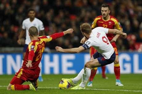 Kane fez três e comandou a Inglaterra em Wembley (Foto: AFP)