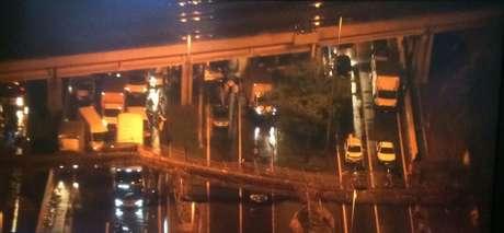 Passarela desabou na Marginal do Tietê, sentido da Rodovia Castello Branco, entre a Ponte do Piqueri e alças de acesso à Rodovia Bandeirantes