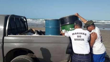 Mais de 450 quilos de óleo foram retirados somente da Praia de Atalaia, no Piauí