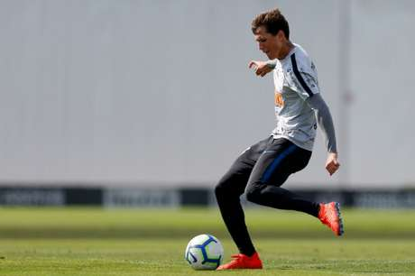 Mateus Vital pode enfrentar o Internacional, domingo (Foto: Marco Galvão/Fotoarena/Lancepress!)