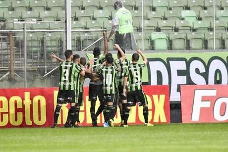 Com o bom resultado, o América-MG coloca pressão em Coritiba e Atlético-GO que ainda jogam na rodada- (Mourão Panda/América-MG)