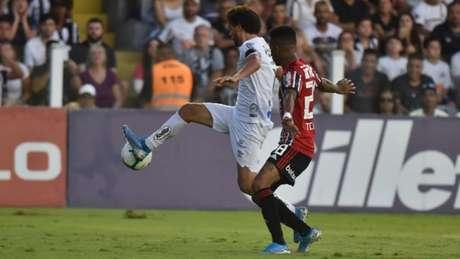 Victor Ferraz retomou a titularidade no Santos (Foto: Ivan Storti/Santos)