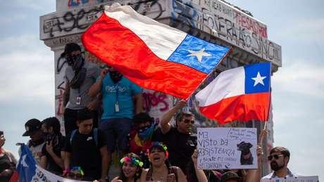 No Chile, debate-se sobre a fórmula para modificar a Constituição em meio a um levante social sem precedentes desde o retorno à democracia
